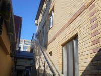 Корпус № 2 вход по внешней лестнице в правое крыло