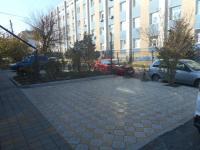 Парковочное место перед гостиницей